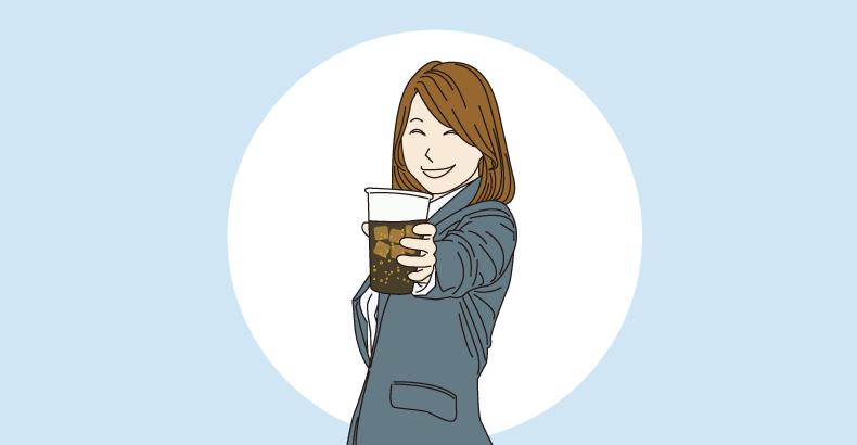 コーラを飲む女性