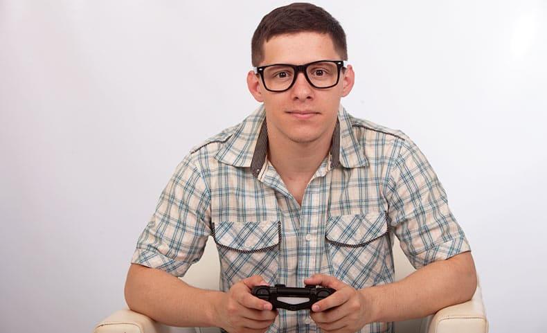 ゲームをする外国人男性