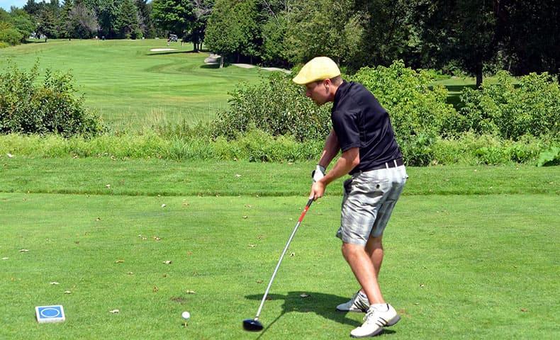 左利きのゴルファー