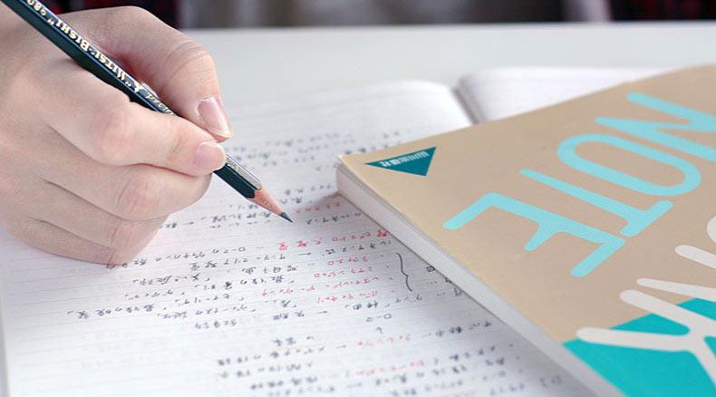 勉強している写真