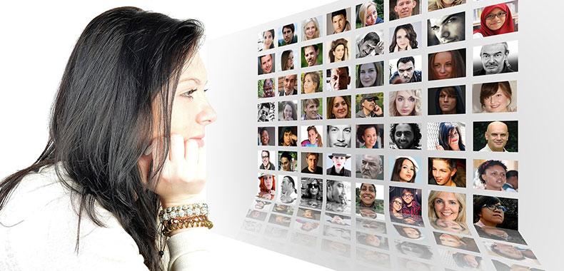 写真で人を選ぶ女性